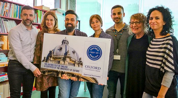 Entrega Placa Oxford Centre Examinador STP Training
